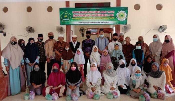 Meriahkan 10 Asyura, PAI Kuala Jambi bersama MT. al-Hikmah Berikan Santunan