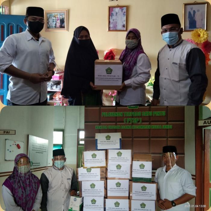 Meriahkan HAB Ke-75, KUA Kec. Kuala Jambi Bagikan AL-Quran Dari Para Catin